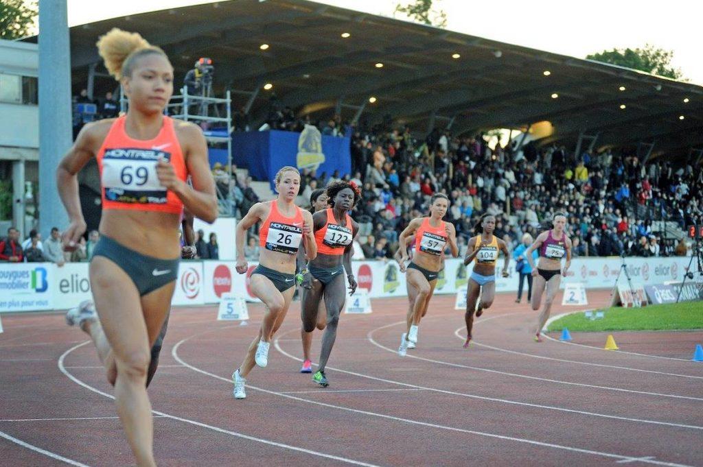 Départ du 800 mètres féminin