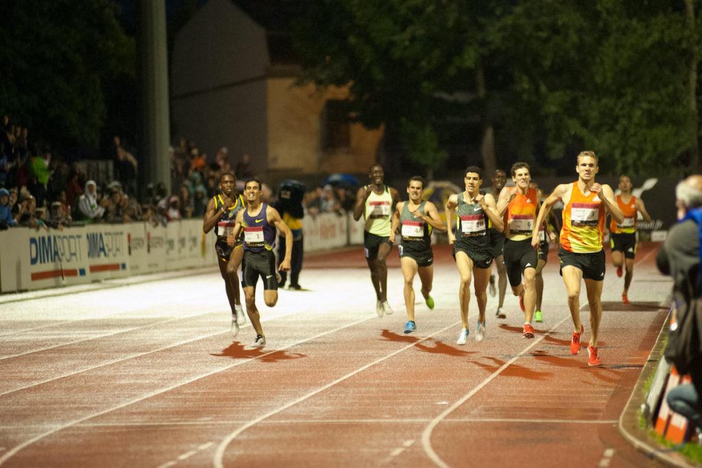 Arrivée du 800 mètres masculin