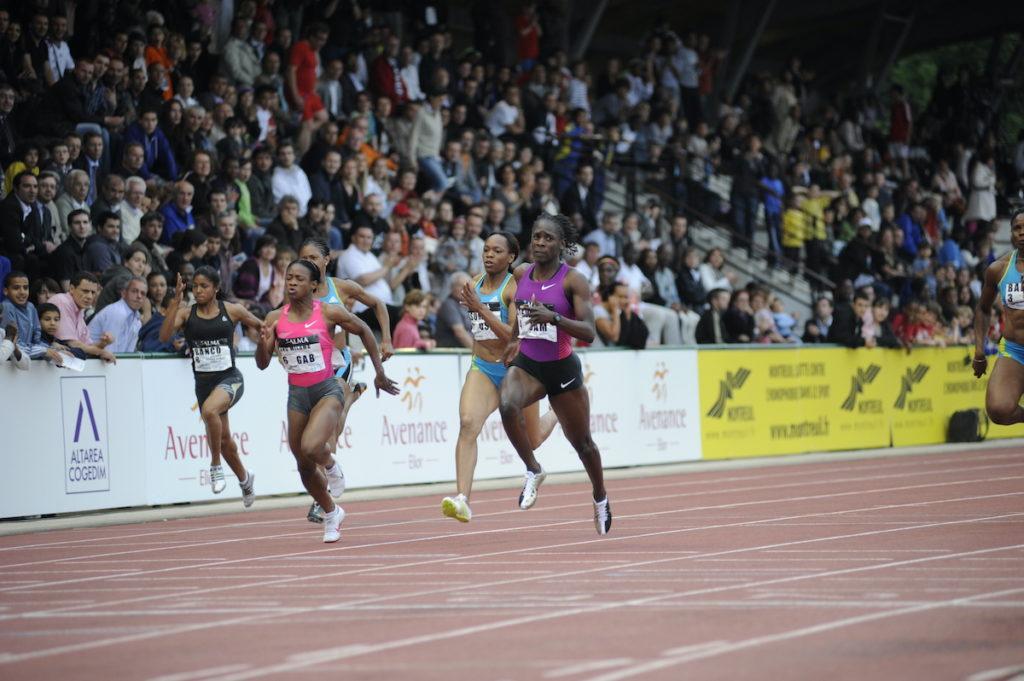 Kerron Stewart remporte le 100 mètres féminin
